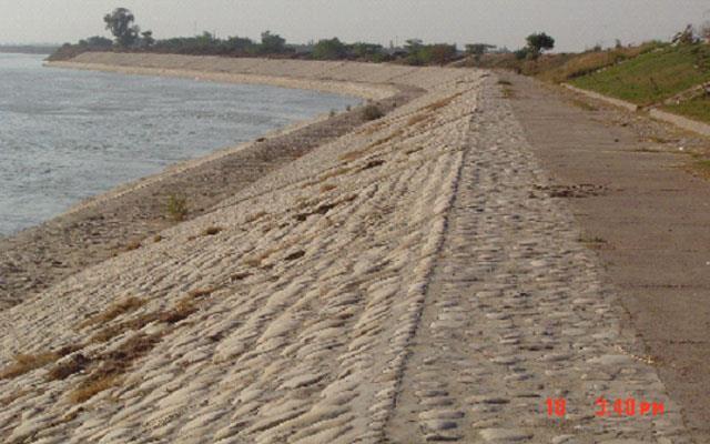 مطالعات و نظارت بر پروژه حفاظت ساحل رودخانه کارون در پایین دست شهر اهواز (منطقه چنیبه) به طول 1100 متر