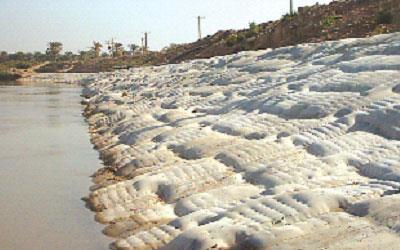 نظارت بر پروژه ساحل سازی رودخانه کارون در محدوده روستای بهر